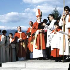 Ministrant bei der Kirchweihe